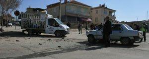 Otomobil Tüp Kamyoneti Ile Çarpisti 3 Polis Memuru Yaralandi