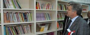 Karamanoglu Mehmetbey Ilkögretim Okulu'nun Kütüphanesi Hizmete Açildi