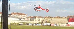 Maçin Ortasinda Sahaya Helikopter Indi