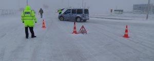 Trafik Ekipleri Kar Yagisi Nedeniyle Sürücüleri Uyariyor