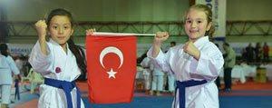 Karamanli Karateciler Bos Dönmüyor