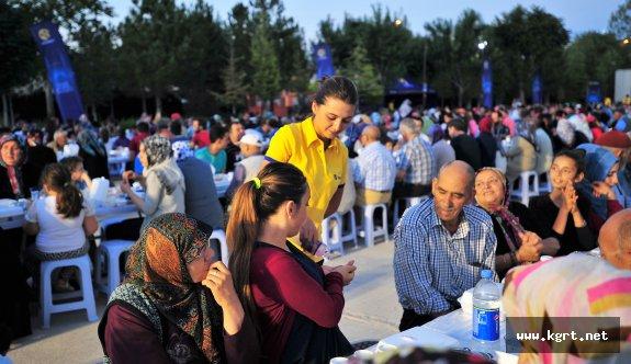 Turkcell, Karaman'da 2.500 Kişiye İftar Verdi