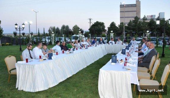 Vali Tapsız OSB Yönetim Kurulu Üyeleriyle İftarda Buluştu
