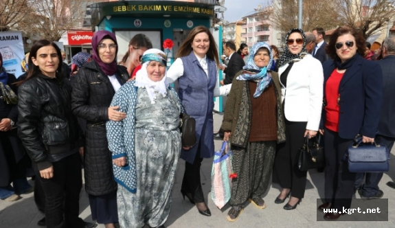 Ak Parti'den Kadınlar Günü Etkinliği