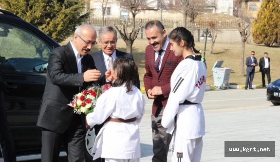 """Bakan Elvan: """"Türkiye Çok Önemli Bir Süreçten Geçiyor"""""""