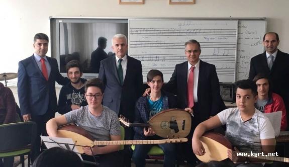Vali Tapsız'dan Türk Halk Müziği Korosuna Sürpriz Ziyaret