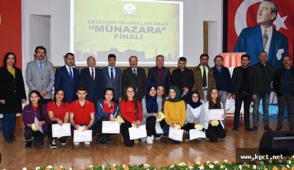 Münazara Yarışmalarında Öğrenciler Düşüncelerini Savundular