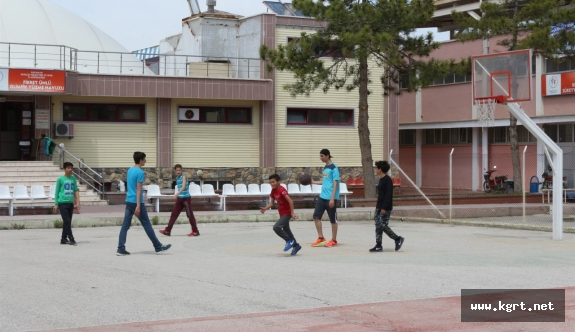 Öğrencilerden Açık Alan Basketbol Sahasına Yoğun İlgi