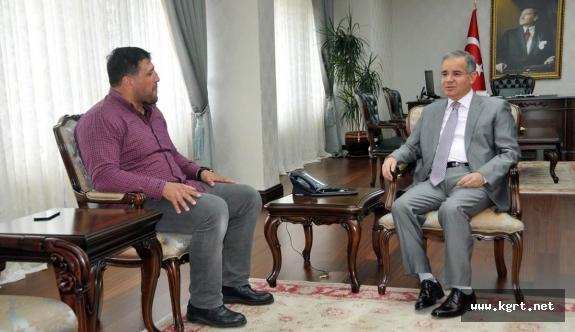 Başpehlivan Kara'dan Vali Tapsız'a Ziyaret