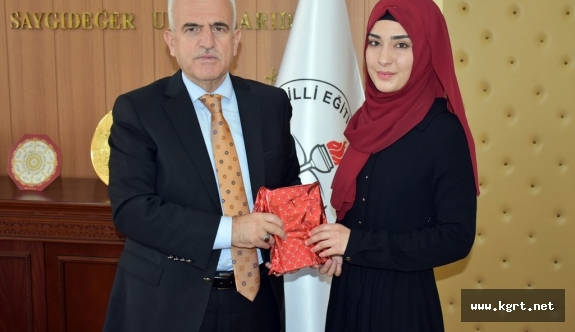 """""""Şehit Anası"""" Şiiriyle Gelen Türkiye Birinciliği"""