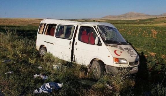 Karaman'da Tarım İşçilerini Taşıyan Minibüs Devrildi: 17 Yaralı