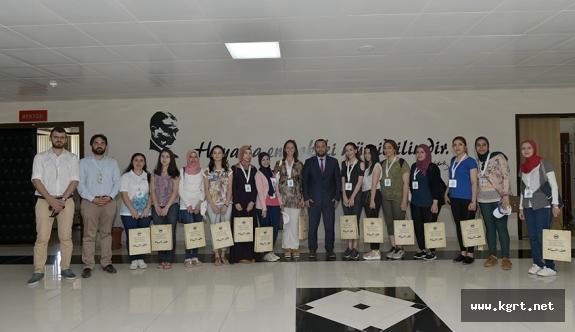 Rektör Akgül, Yabancı Uyruklu Öğrencileri Makamında Kabul Etti