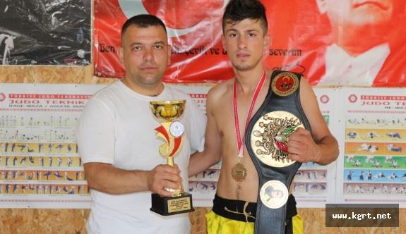 Karaman'da Fabrika İşçisi Genç, Dövüş Sanatlarında Altın Kemerin Sahibi Oldu
