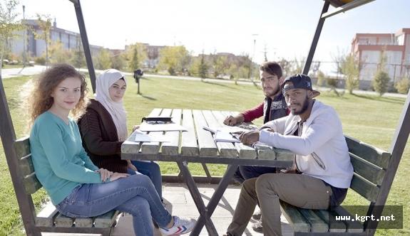 Yabancı Uyruklu Öğrencilerden Kmü'ye Büyük İlgi
