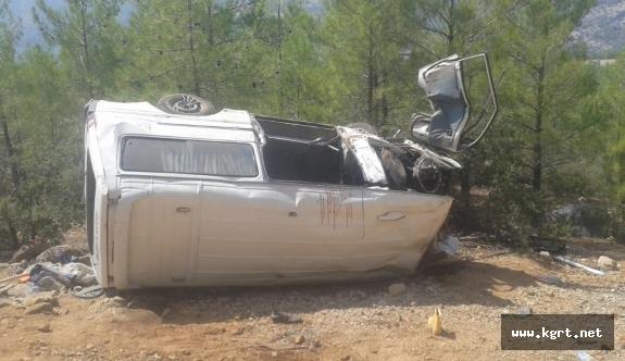 Karaman'da İşçileri Taşıyan Minibüs Uçuruma Yuvarlandı: 1 ölü, 6 yaralı