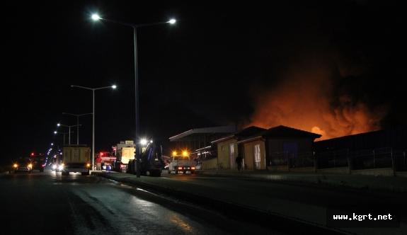 Fabrika Yangını 6 Saatlik Çalışmanın Ardından Kontrol Altına Alındı