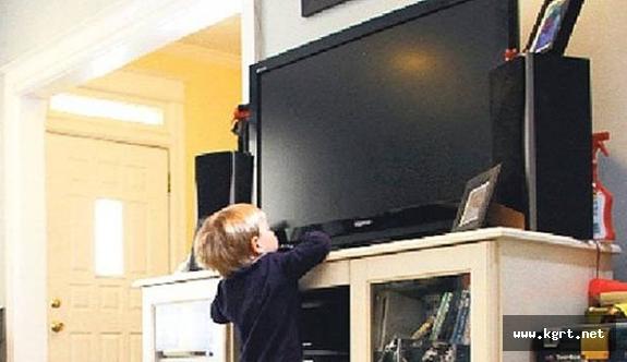 Üzerine Televizyon Düşen 4 Yaşındaki Çocuk Ağır Yaralandı