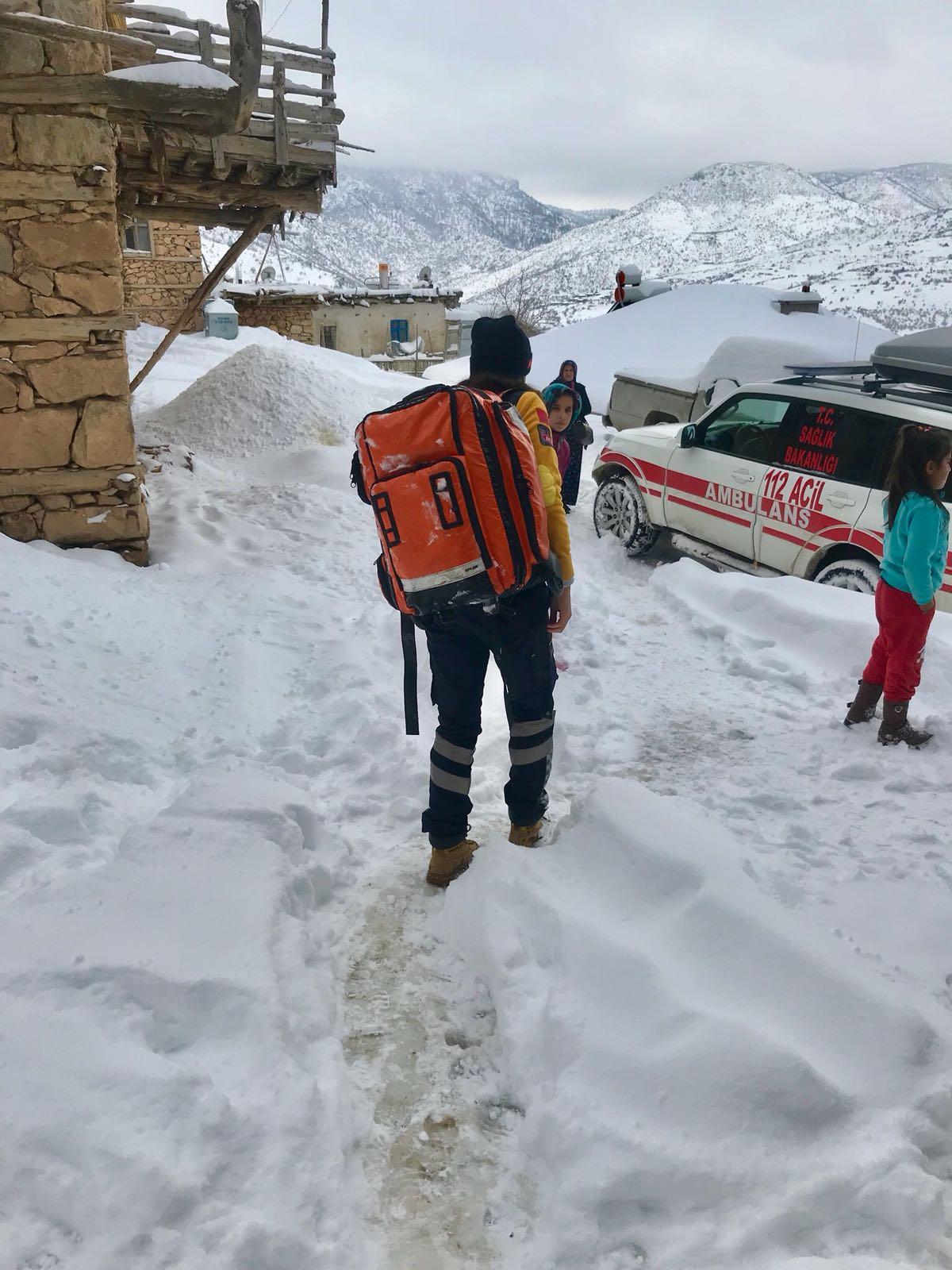 112 Ekipleri Kar Kış Demeden Hastaların İmdadına Koşuyor