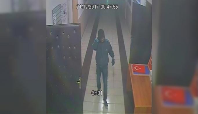 Karaman'da Okuldan Hırsızlık Şüphelisi Güvenlik Kamerasından Yakalandı