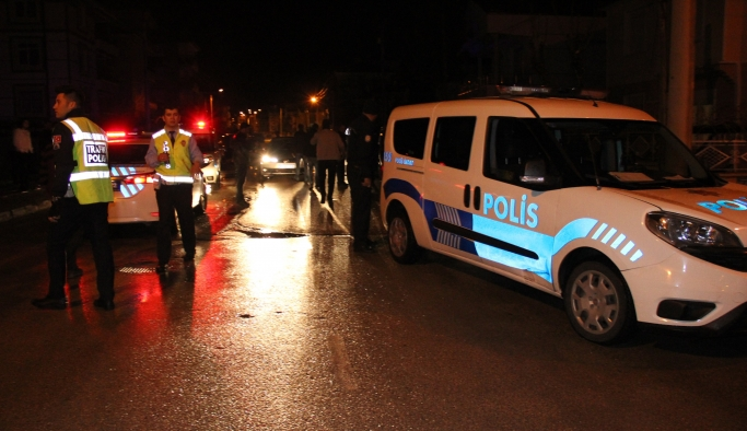Dur İhtarına Uymayan Kamyonet Polisleri Peşine Taktı