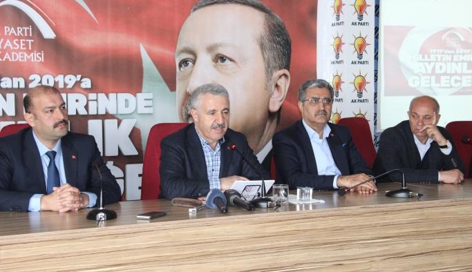 Bakan Arslan, Karaman'da Siyaset Akademisi'ne Katıldı