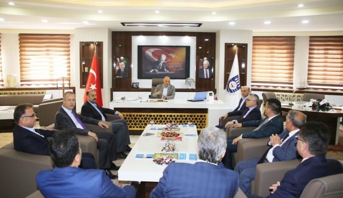 Niğde Valisi Ve Beraberindeki Heyet Karaman Belediyesi'ni Ziyaret Etti