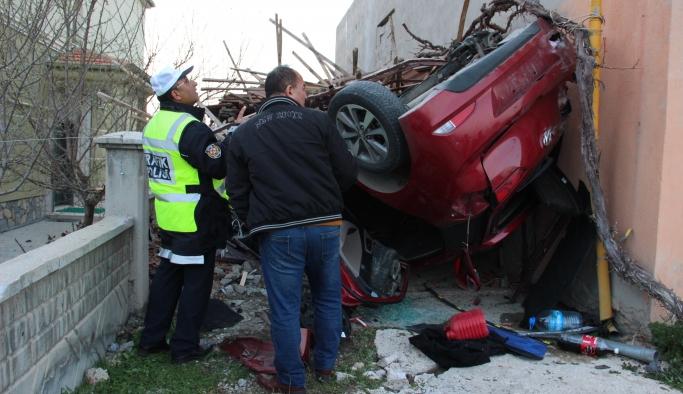Otomobil Takla Atıp Garaja Çarptı: 4 Yaralı