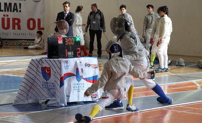 13 İlden 550 Sporcunun Yarışacağı Açık Eskrim Turnuvası Başladı
