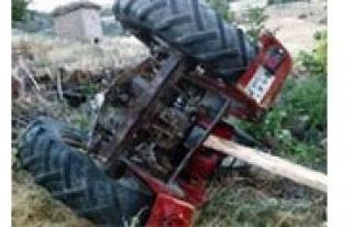 Otomobil Traktöre Çarpti: 6 Yarali