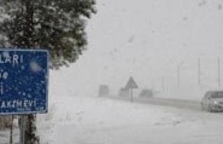 Karaman`a Mevsimin Ilk Kari Yagdi