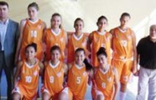 Esnaf Barisspor Bayan Basketbol Takimi Samsunspor'u...