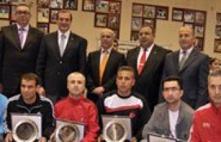 2011 Yilinin En Basarili Antrenörü Karaman'dan