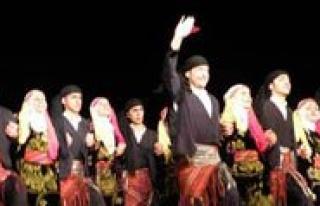 El Ele Anadolu Folklor Yarismasi Düzenleniyor
