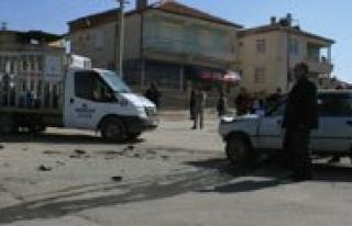 Otomobil Tüp Kamyoneti Ile Çarpisti 3 Polis Memuru...