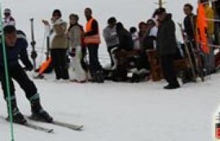 Ermenek Ilçesi'nde Amatör Kayak Yarismasi Yapildi