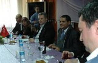 Yemenli Kadin Gazeteci Karman Ilk Kez Dinledigi Yemen...