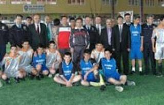 Emniyet'ten Bir Yildiz Doguyor Futbol Turnuvasi...