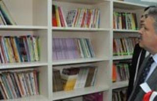 Karamanoglu Mehmetbey Ilkögretim Okulu'nun Kütüphanesi...