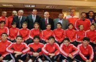 Spor Genel Müdürü Mehmet Baykan Milli Takimi Ziyaret...