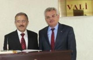 KMÜ Rektörü Prof. Dr. Sabri Gökmen Çankiri Valisini...