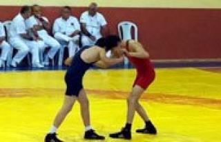 Türkiye Güres Sampiyonasi Karaman'da Basladi