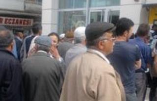 Vakifbank Önündeki Uzun Kuyruklar Vatandasi Bezdirdi