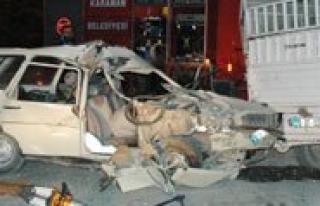 Otomobil Park Halindeki Kamyonete Çarpti: 1 Ölü,...