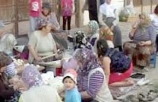 Kerem Sokak Sakinleri Eski Geleneklerine Sahip Çikiyor...