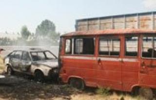 Kullanilmayan Otomobil Ile Minibüs Yandi