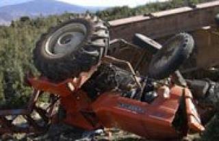 Karaman`da Traktör Devrildi: 2 Yarali