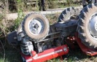 Çocuklarini Kurtarirken Traktörün Altinda Kaldilar