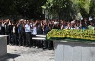 Çakmagin Patlamasi Sonucu Ölen Liseli Topraga Verildi