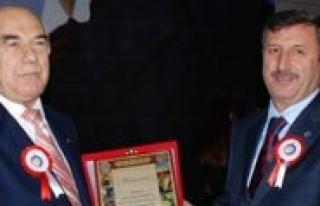 Prof. Dr Mehmet Emin Tugay'dan Kmü'ye Kitap Bagisi...