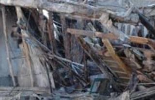 Ahsap Dükkan Çöktü: 1 Yarali